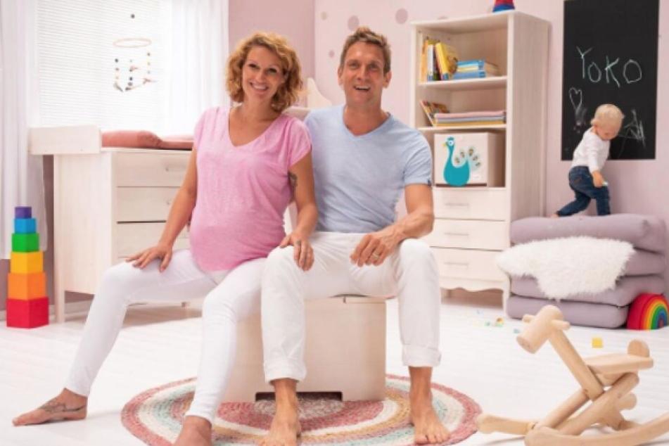 Mit diesem Foto verkündeten Janni und Peer die Geburt ihrer Tochter.