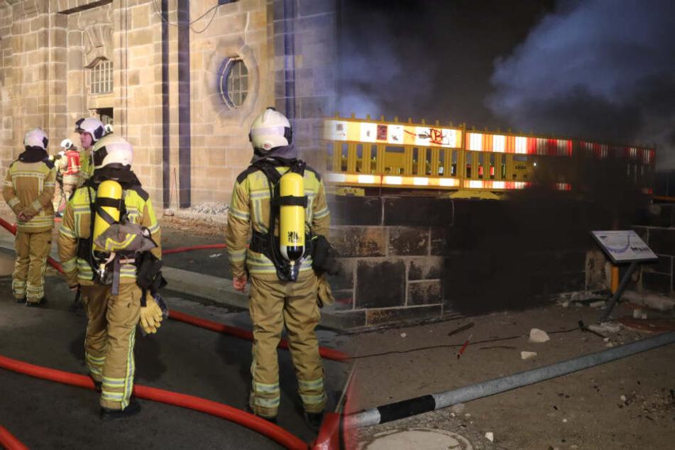 Feuer am Terrassenufer: Stromkasten brennt unter Augustusbrücke!