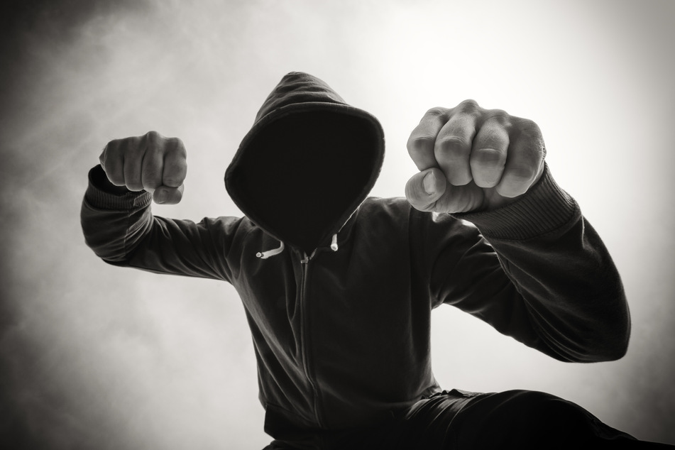 Chemnitz: Rassistische Attacke? Männer schlagen auf 27-Jährigen ein!