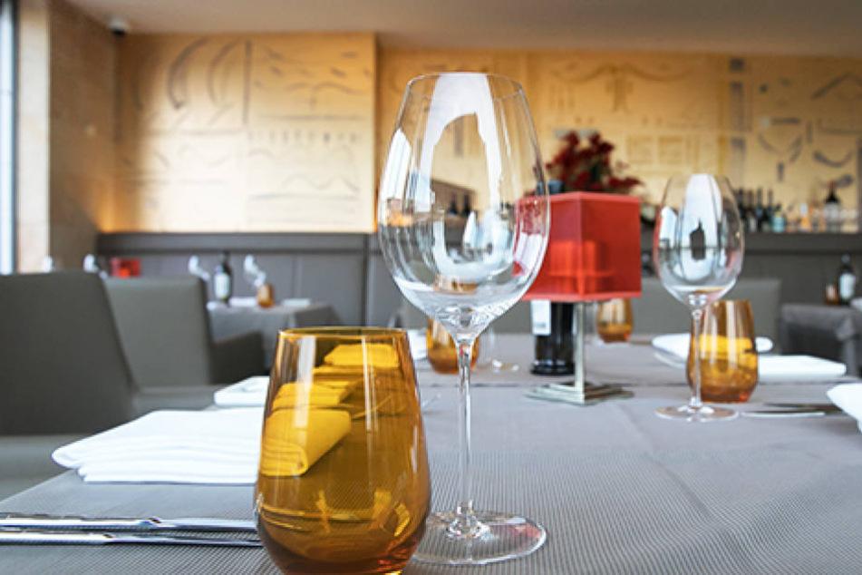 """Die Ähnlichkeit zum """"Kastenmeiers"""" im Kurländer Palais ist nicht zu  übersehen: Im neuen Club-Restaurant am Zwinger war derselbe Architekt (Uwe  Mertens, manuplan) am Werk."""