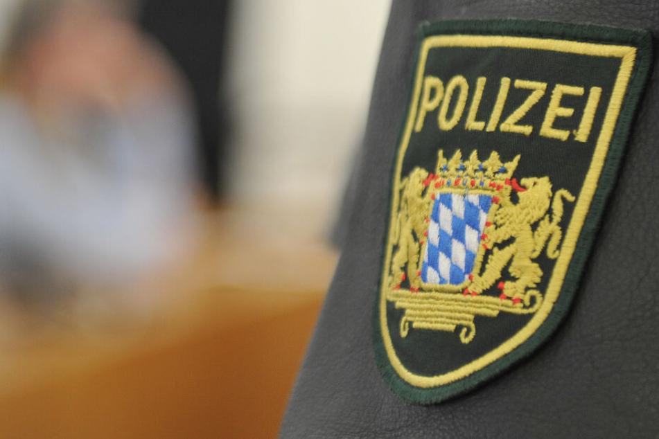 Ein 22 Jahre alter Mann muss sich in Kempten vor Gericht verantworten. (Symbolbild)