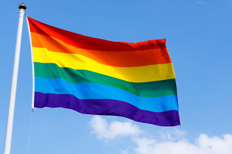 Nach Christopher Street Day: Toleranzlos-Teenies wollen Regenbogenfahne abfackeln