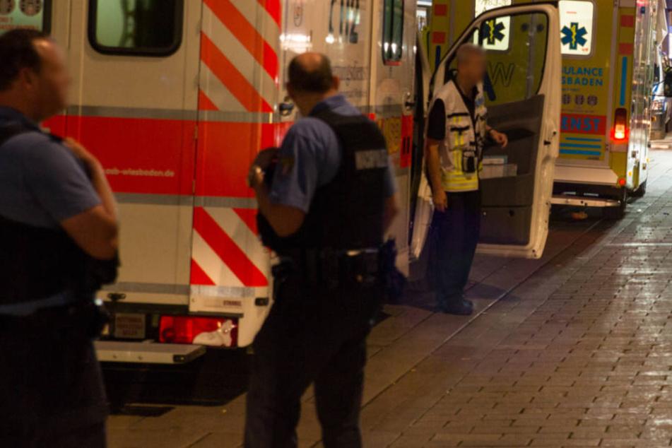 Randalierer beißt Rettungskräfte und in Polizeiauto