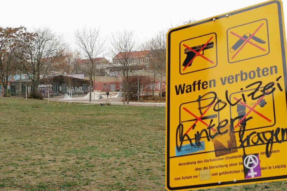 Beschmiert und geklaut: Bilanz der Leipziger Waffenverbotszone-Schilder