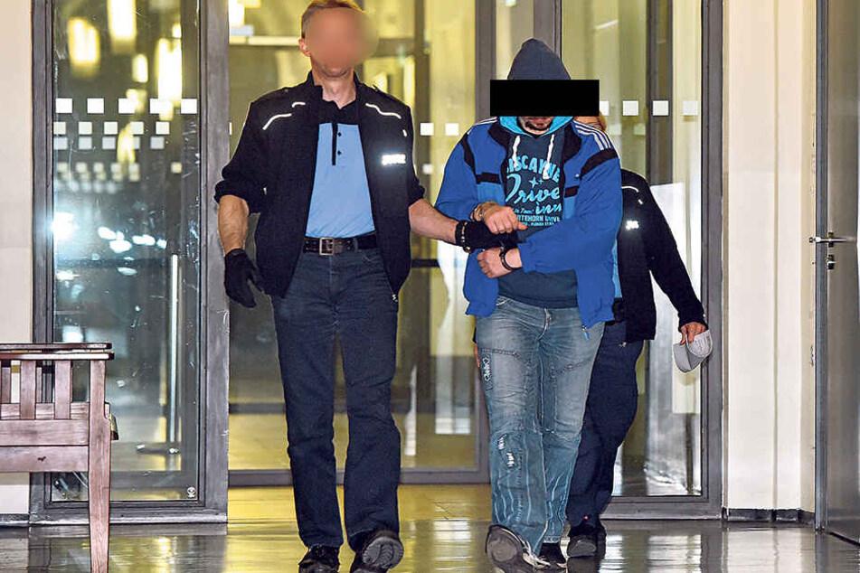 Seit Juni sitzt er in U-Haft: Umzugshelfer Rolf W. (36) aus Dresden soll  sich in elf Fällen an Kindern vergangen haben.