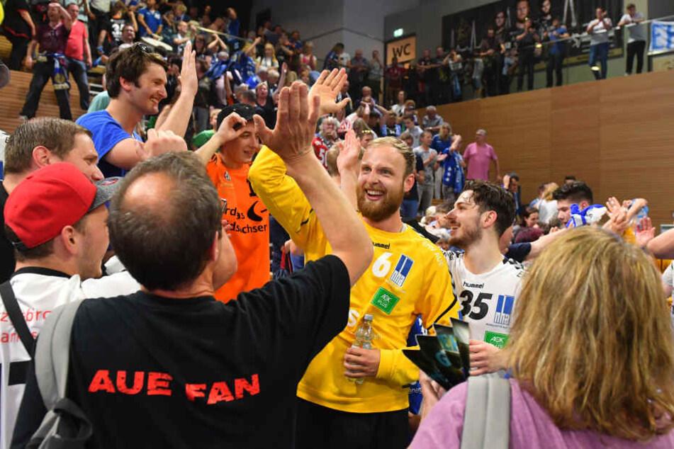 Die Aue-Fans bejubelten den so wichtigen Punkt im Abstiegskampf.