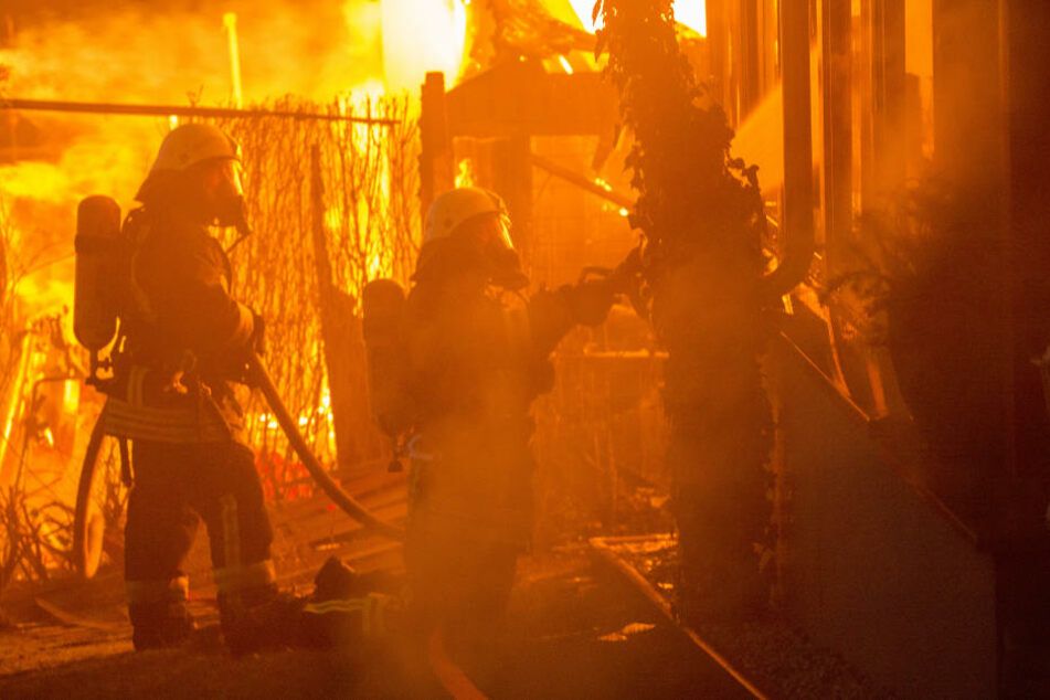 Etwa eine Stunde dauerte bis, bis die Feuerwehr das Flammeninferno unter Kontrolle hatte.