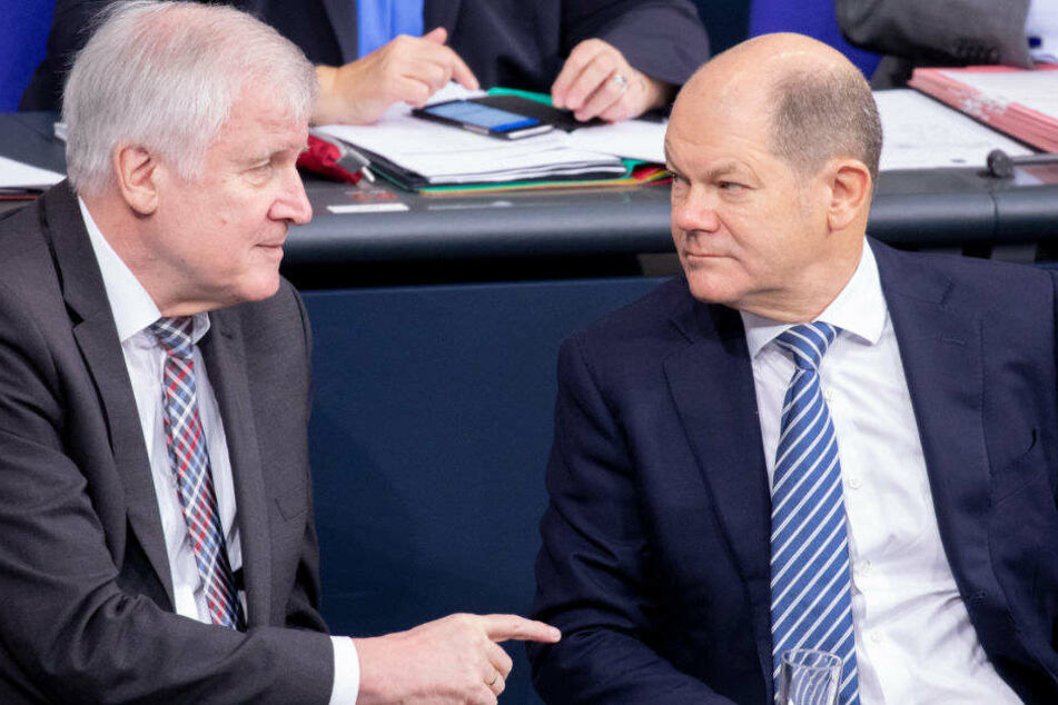 Horst Seehofer und Olaf Scholz im Bundestag.
