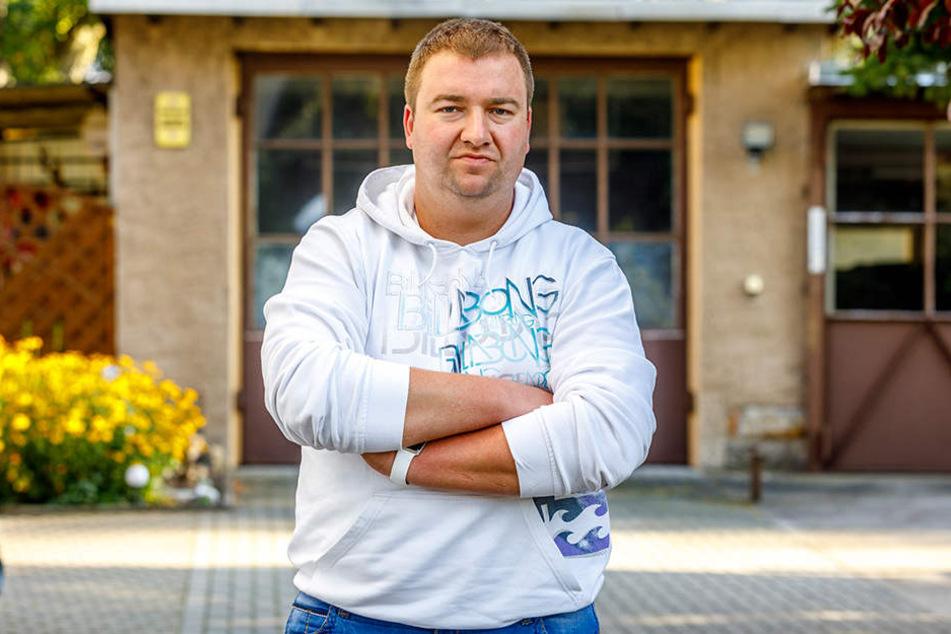 Vereinsvorstand Roland Hönisch (29) hat sofort einen Sichtschutz anbringen  lassen.