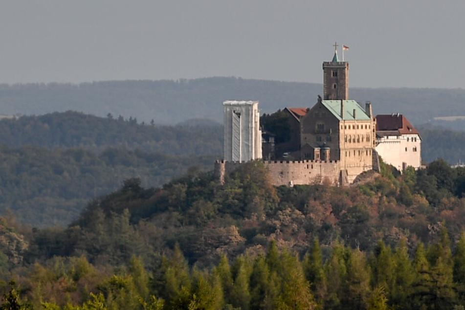 Die Wartburg ist das Wahrzeichen der Stadt.