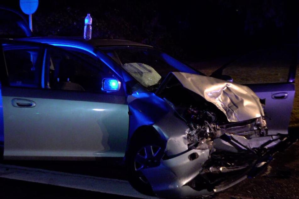 Autos krachen an Kreuzung zusammen: Drei Verletzte, darunter ein Kind