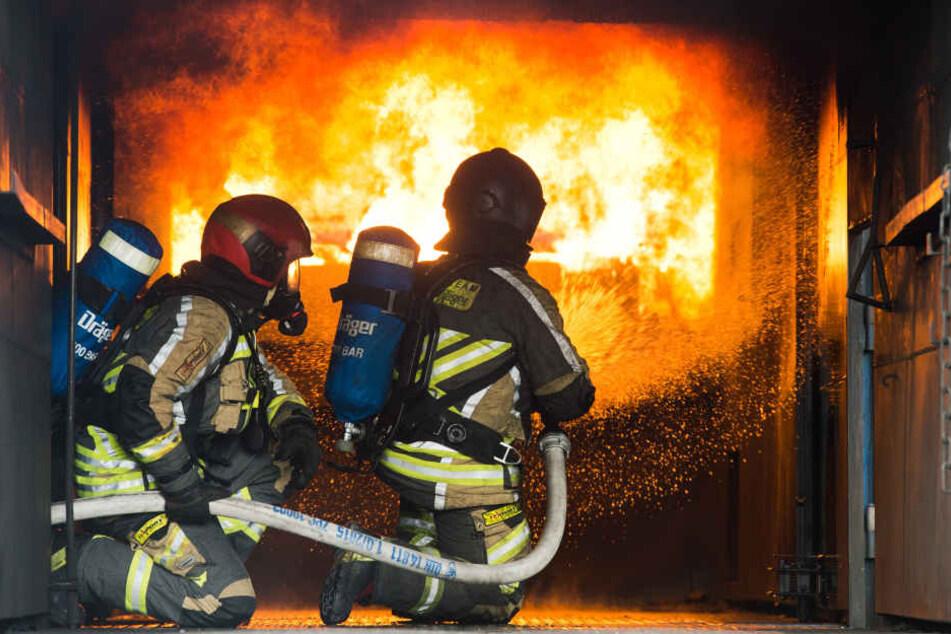 Die Feuerwehr konnte die Wohnung nicht mehr retten. (Symbolbild)