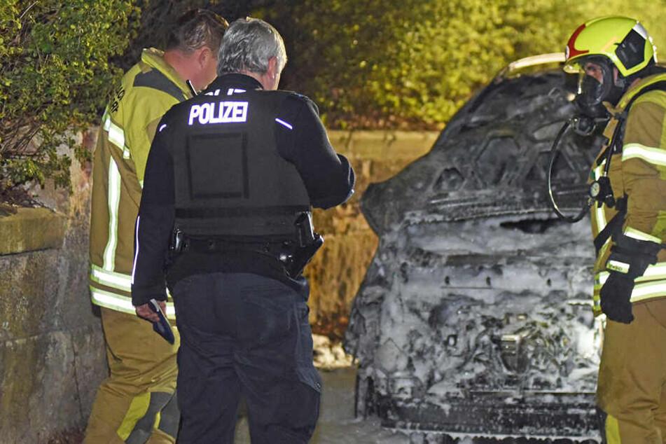 Irrer Brandstifter unterwegs? Drei Autos fackeln in einer Nacht ab
