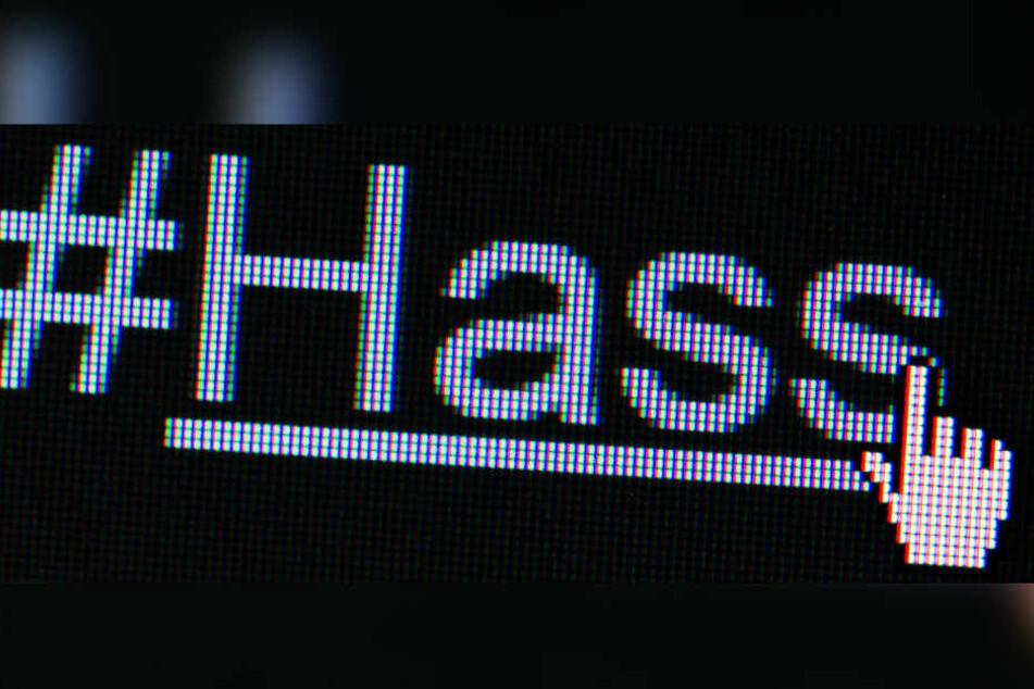 """Der Hashtag """"#Hass"""" ist auf einem Bildschirm zu sehen. (Archivbild/Symbolbild)"""