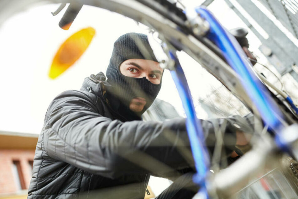 Bei einem versuchten Einbruch wurden die Täter bei ihrer Flucht vom dem Hausbesitzer mit dem Fahrrad verfolgt. (Symbolbild)