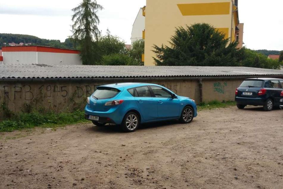 Dieser gestohlene blaue Mazda tauchte überraschend in der Töpfergasse  auf.