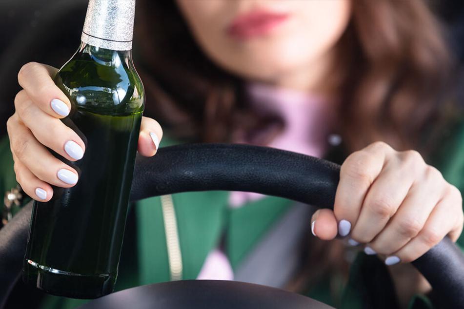 Sie wollte Wodka klauen: Besoffene Frau rast mit Auto in Schnapsladen
