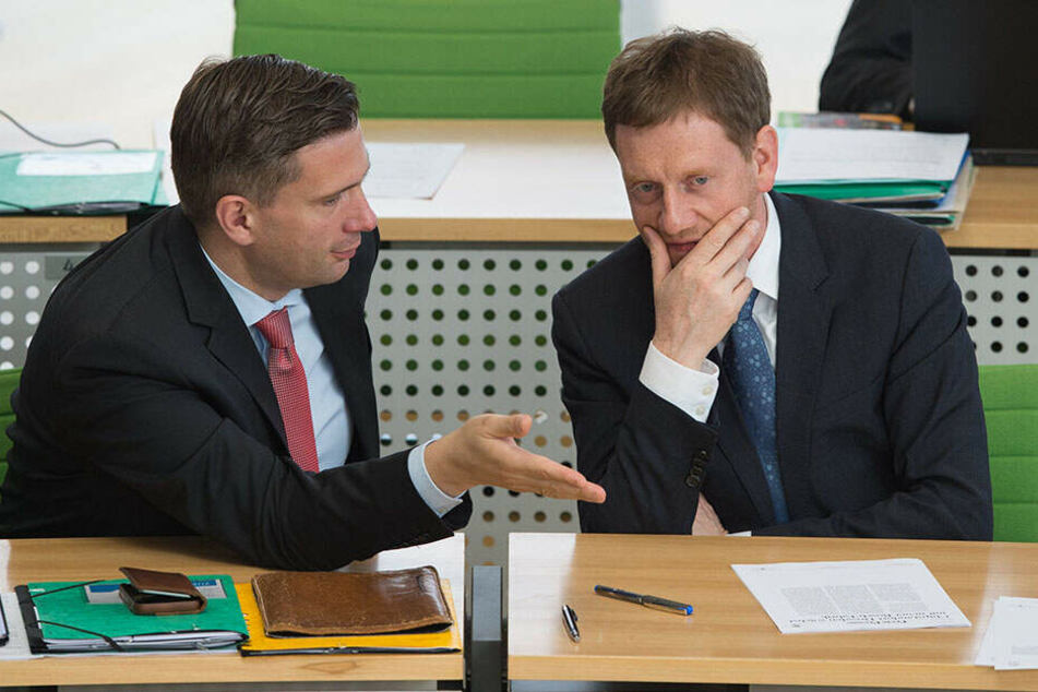 Rededuell in Dresden: Michael Kretschmer (44, CDU, r.) und sein Vize Martin Dulig (45, SPD), hier auf der Regierungsbank.