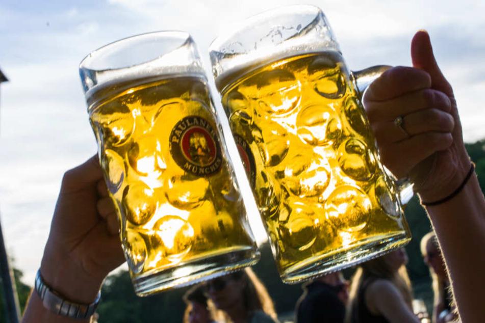 Wer seine Maß im Freien genießen will, der hat am Samstag in Bayern die Chance.