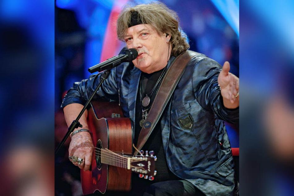 """Gitarrist Dieter """"Quaster"""" Hertrampf ist mit 74 Jahren selbst schon """"Alt wie ein Baum""""."""