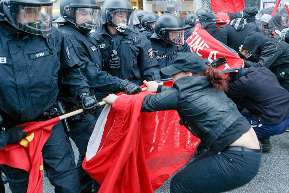 Die Polizei hat eine harte Linie gegen die Gegendemonstranten des Afd-Parteitags angekündigt.