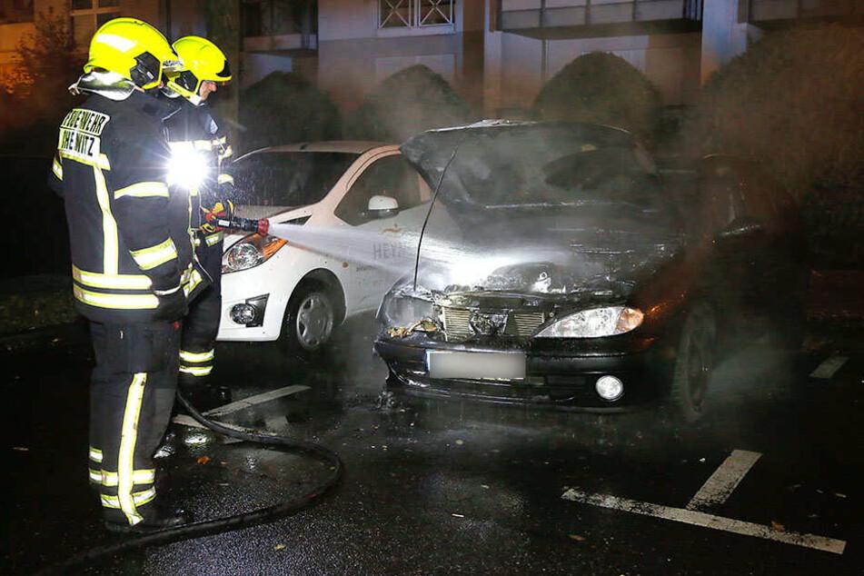 In der Altendorfer Straße stand ein Renault in Flammen.