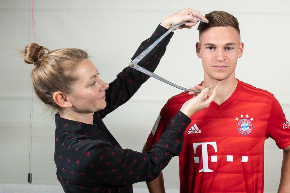 Joshua Kimmich (25) wird vermessen, um ein Wachsfiguren-Pendant für Madame Tussauds Berlin zu erstellen.