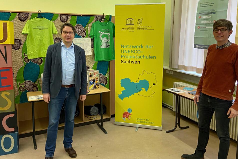 """Mit einem digitalen Rundgang will das Johannes-Kepler-Gymnasium in Leipzig auch in diesem Jahr einen """"Tag der offenen Tür"""" veranstalten. Moderiert wird der Rundgang von Thomas Lange (links)."""