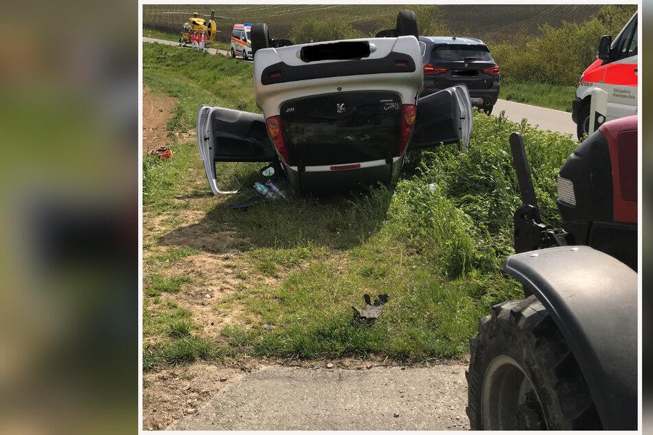 78-jährige Peugeot-Fahrerin will Traktor überholen, dann passiert das Unglück