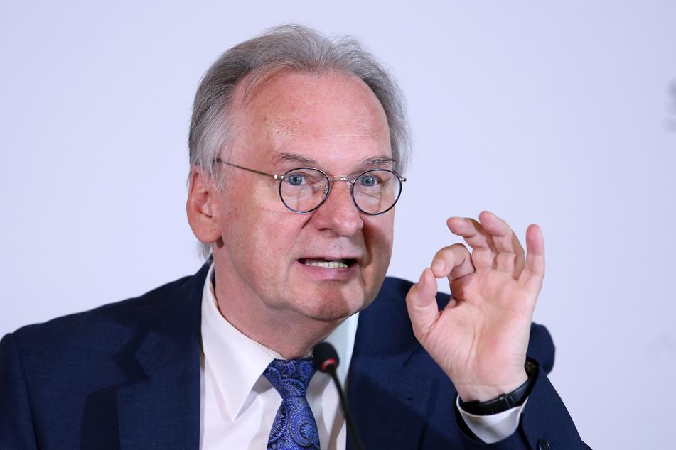 Sachsen-Anhalts Ministerpräsident Reiner Haseloff (66, CDU) will die Bundesregierung stärker an DDR-Sonderrenten beteiligen.