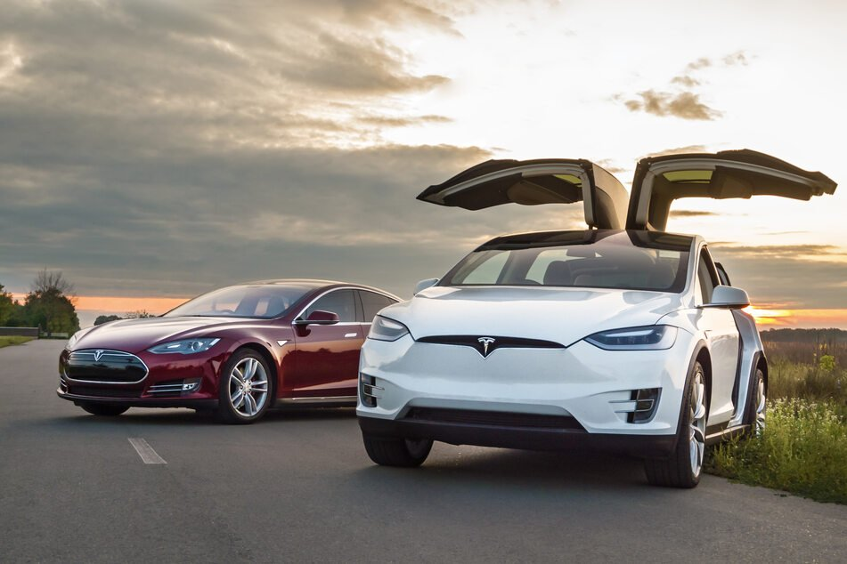 """Is your car watching you? Tesla uses cabin cameras to keep tabs on drivers' """"attentiveness"""""""