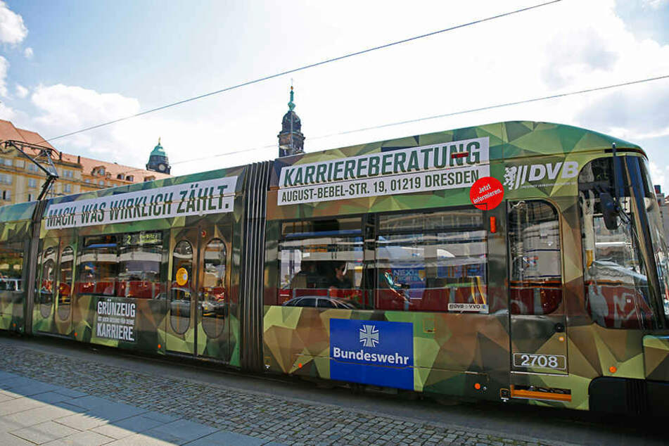 Diese Bundeswehr-Straßenbahn rollt auch 2017 durch Dresden.