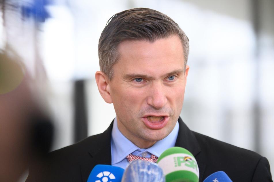 Versteht die Welt nicht mehr: der sächsische Wirtschaftsminister Marin Dulig (47, SPD).