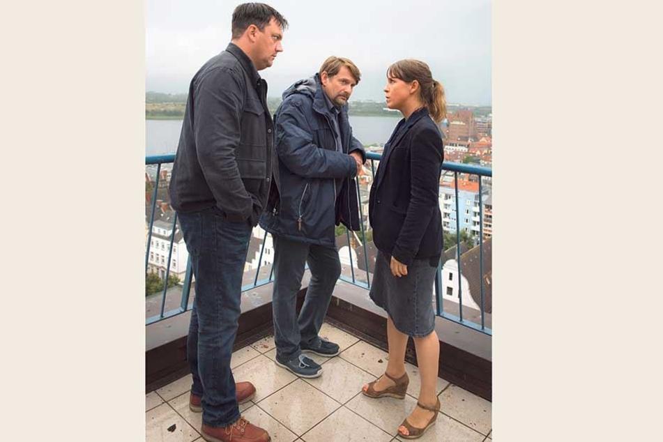 Die Ermittler Katrin König und Alexander Bukow nehmen den Verdächtigen in die Mangel.