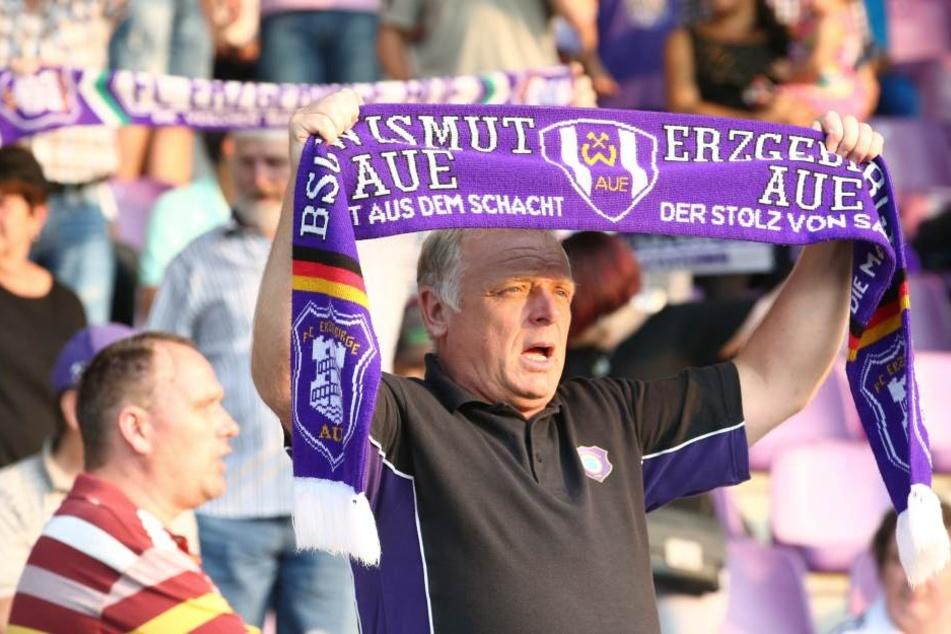Wismut prangt auch 23 Jahre nach der Umbenennung noch auf den Schals der Fans.