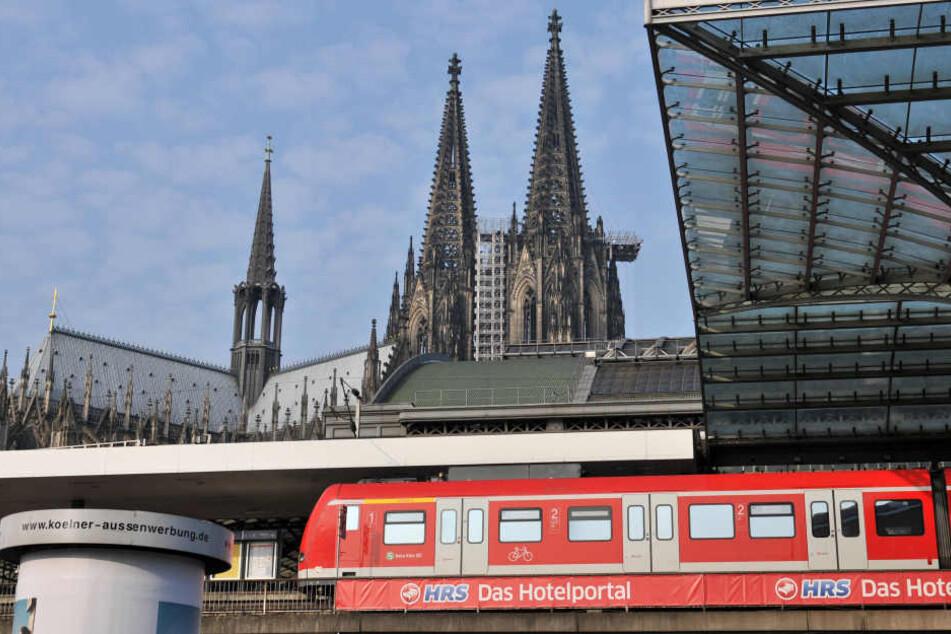 In der Kölner S-Bahn vergaß Nancy Lekaj (18) ihre wichtigen Papiere.