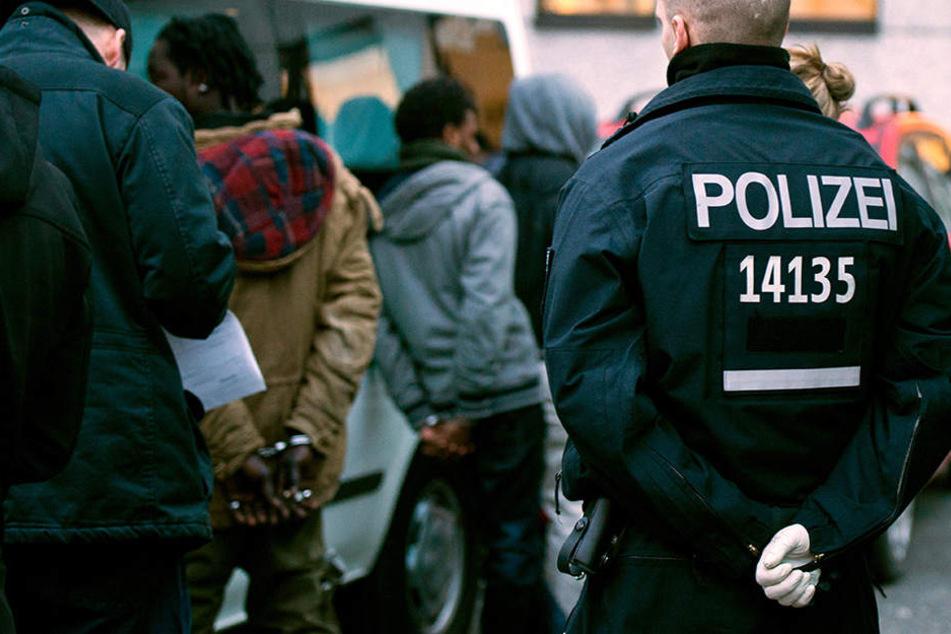 Der zurückgedrängte Drogenhandel im Nahverkehr könnte durch die Auflösung der zuständigen Kommissariate neu belebt werden. (Symbolbild)