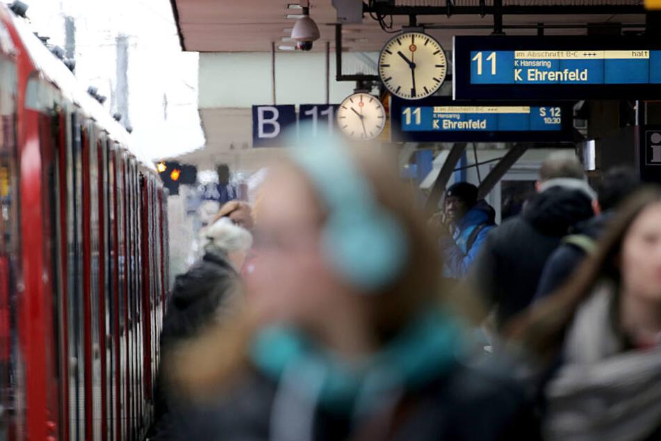 Auch die Züge sind nach dem Oster-Wochenende voll.
