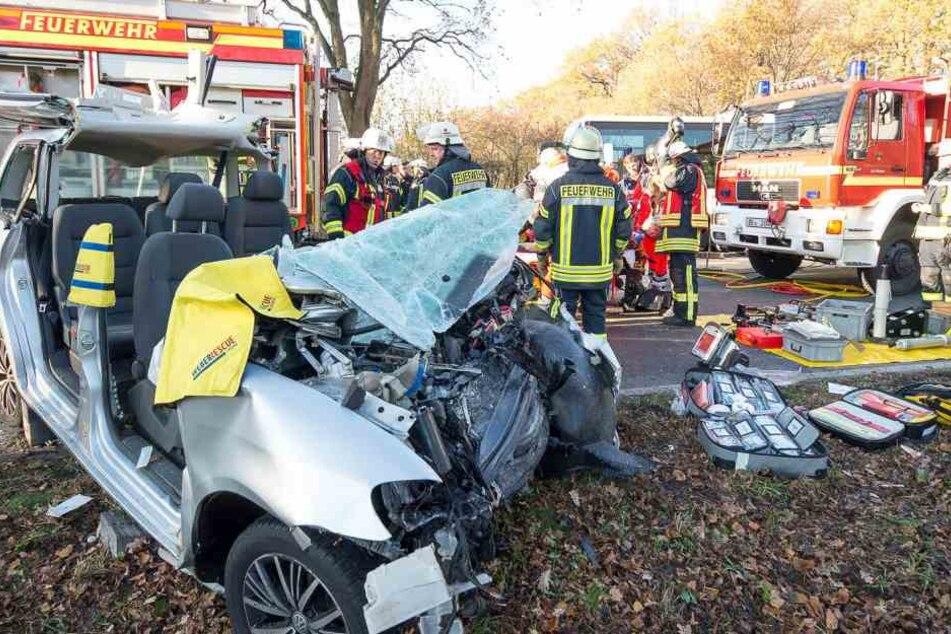 Die Mutter und ihre beiden Kinder wurden bei dem Crash schwer verletzt.
