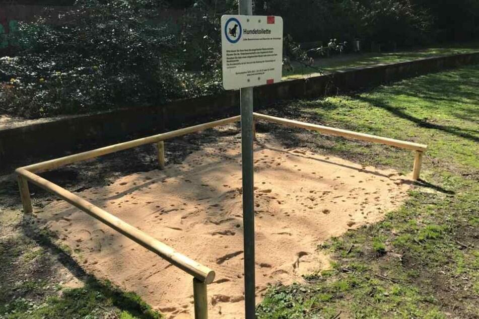 Ein Hundeklo im Nürnberger Rosenaupark. Ein Jahr lang hat die Stadt das Hundeklo getestet, jetzt wird es wieder geschlossen.