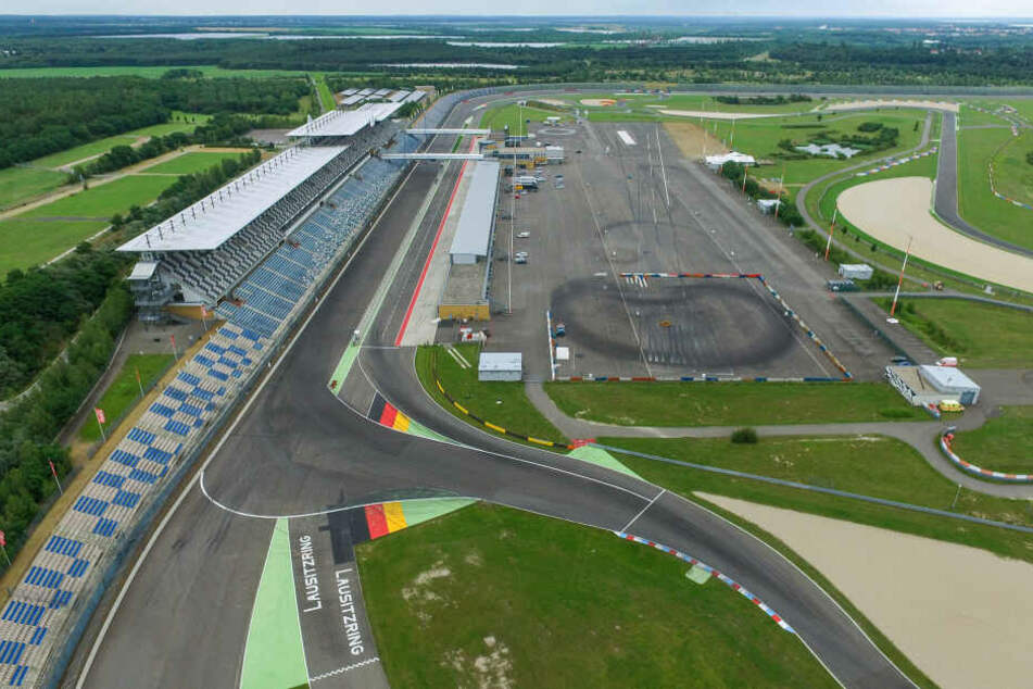 Wegen gerader und asphaltierter Strecken fiel die Wahl auf den Lausitzring.