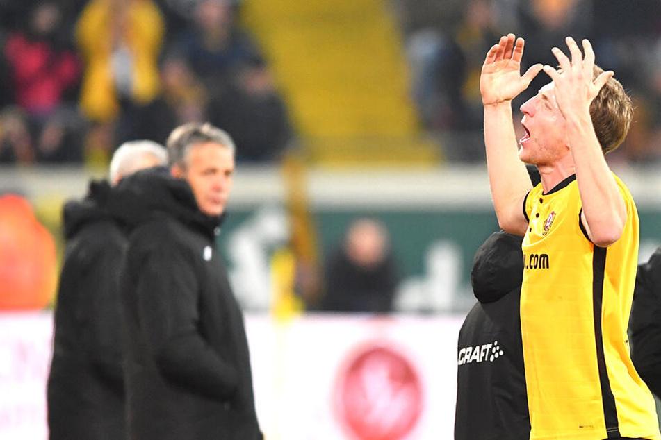 Marco Hartmann flog im ersten Spiel des neuen Jahres mit Rot vom Platz. Seitdem fehlt der Kapitän, der hier von Ex-Coach Neuhaus beobachtet wird.
