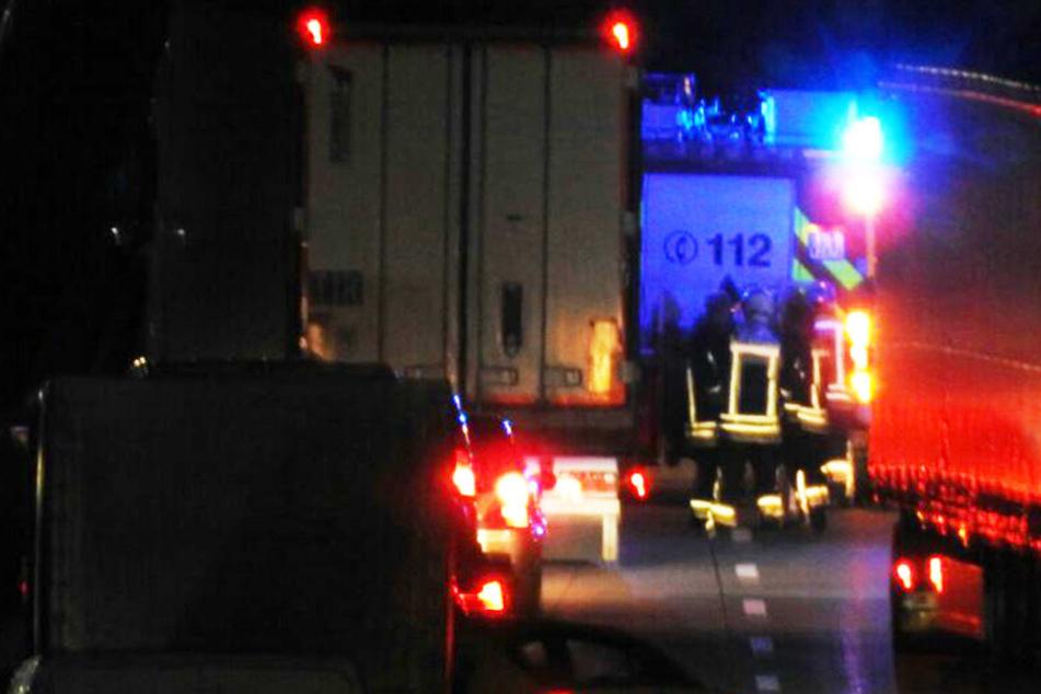 Weil die Feuerwehr die Fahrbahn reinigen musste, wurde die A14 voll gesperrt.