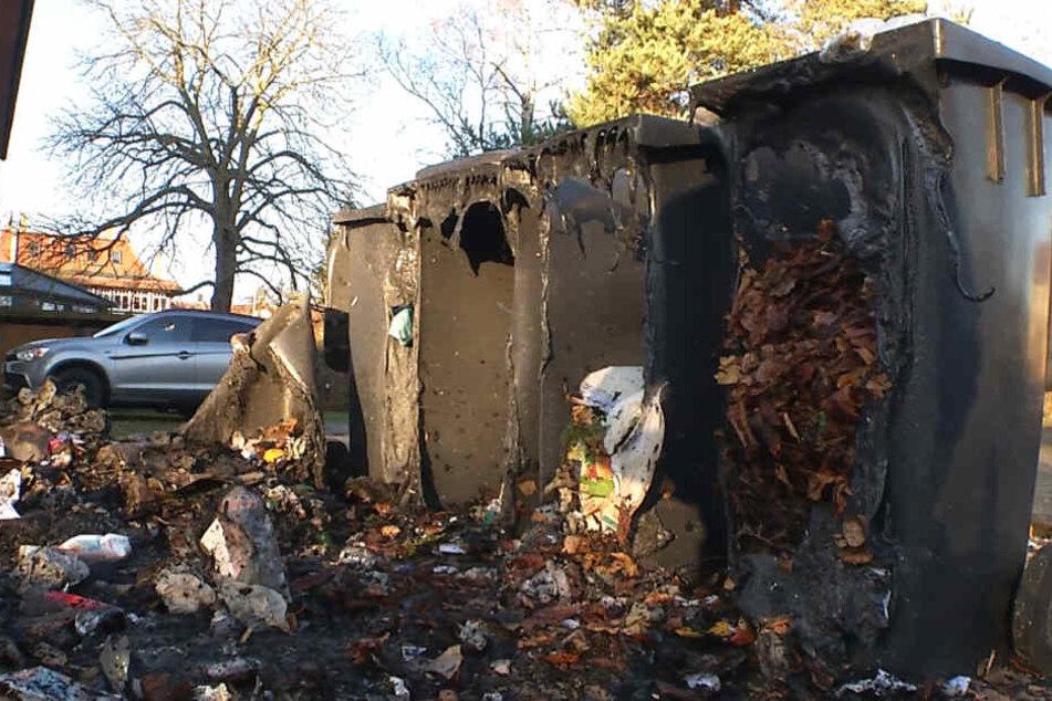 Schon wieder wurden mehrere Container in Brand gesetzt.