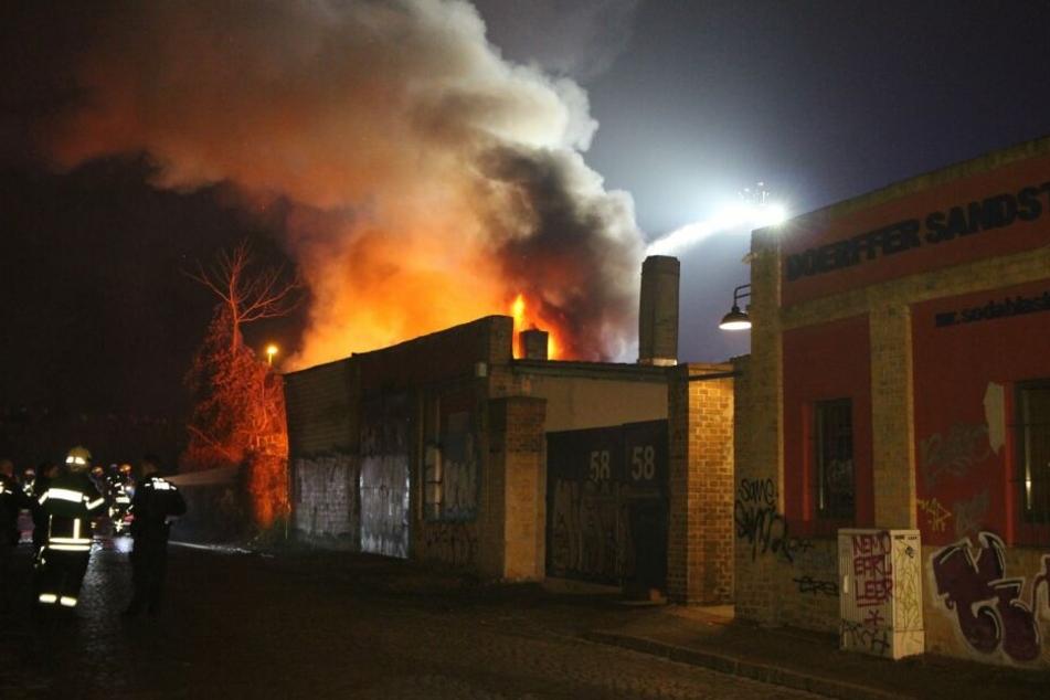 In der Schulze-Delitzsch-Straße brannte die Lagerhalle einer KFZ-Werkstatt.
