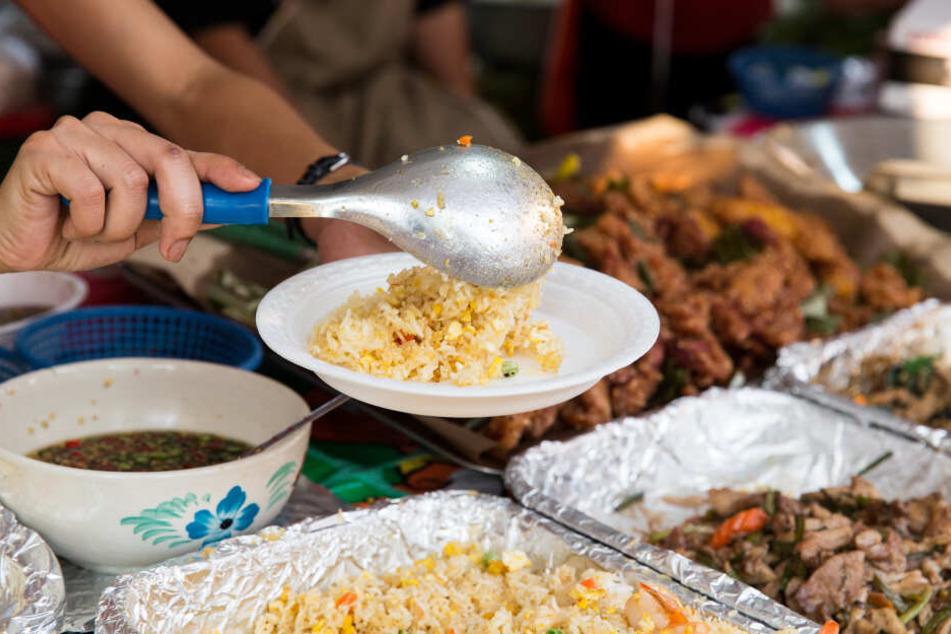 Den Parasiten hatte sich das Paar offenbar beim Essen in Thailand geholt.