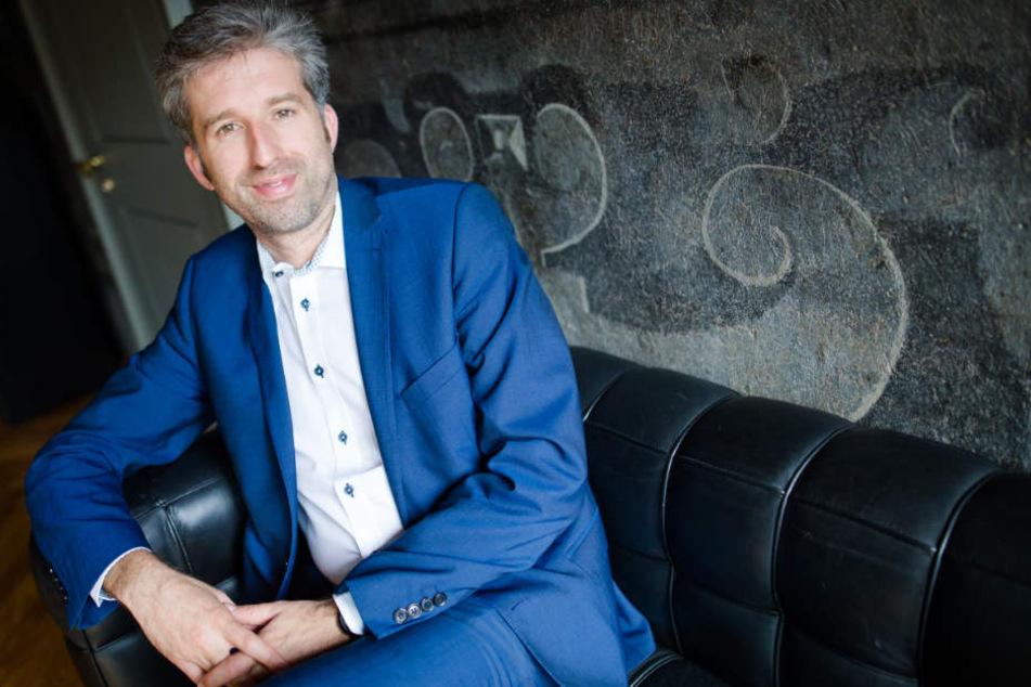 Hat es sich auf der Couch des Tübinger Rathauses gemütlich gemacht: Tübingens OB Boris Palmer (Grüne) will 2022 wieder kandidieren.