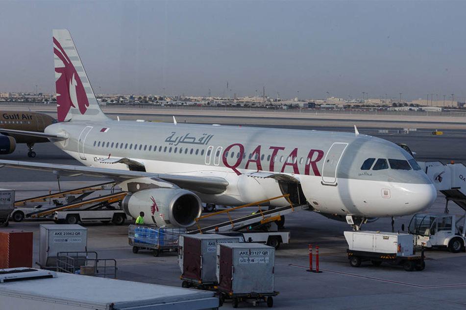 """In einer Maschine der """"Qatar Airways"""" wurde ein Fötus auf der Toilette gefunden."""