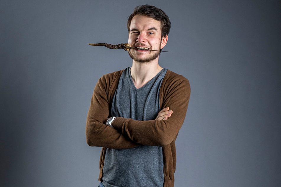 Vorher: Jakob Holfeld (27) arbeitet im echten Leben als Physiker. Nun möchte  er seine wilde Seite erwecken.