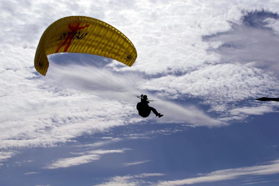 Gleitschirmflieger stürzt 30 Meter in die Tiefe und stirbt